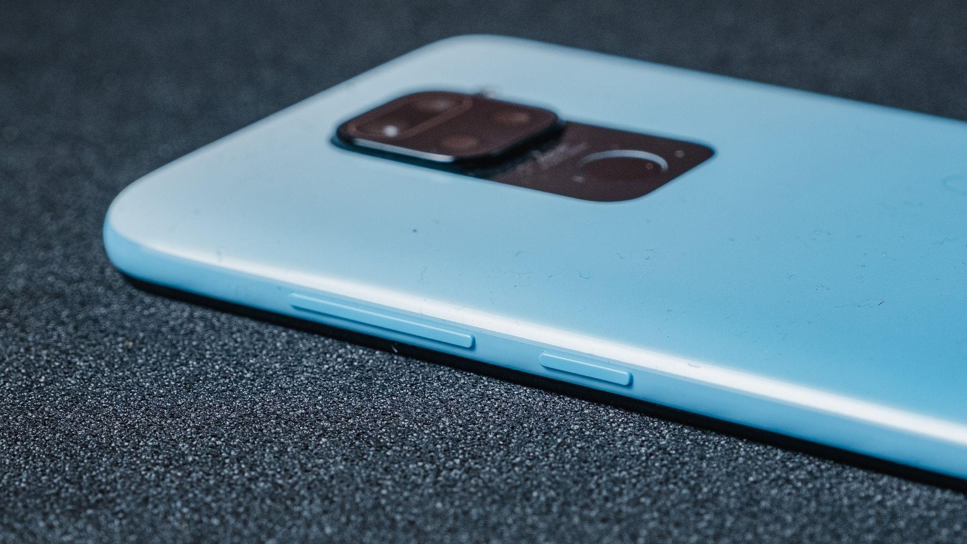 Detalhe dos botões laterais do Redmi Note 9 (Foto: Zoom)