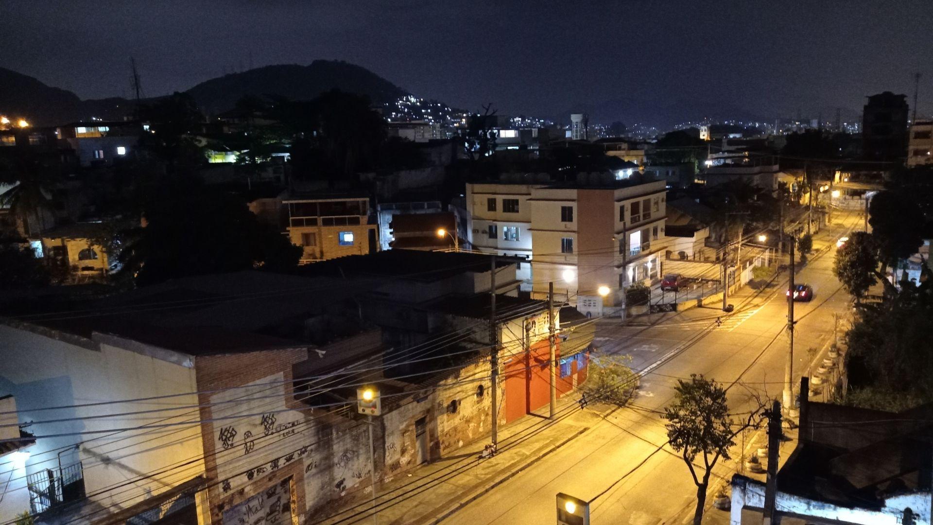 Foto tirada à noite pelo Redmi Note 9 (Foto: Zoom)