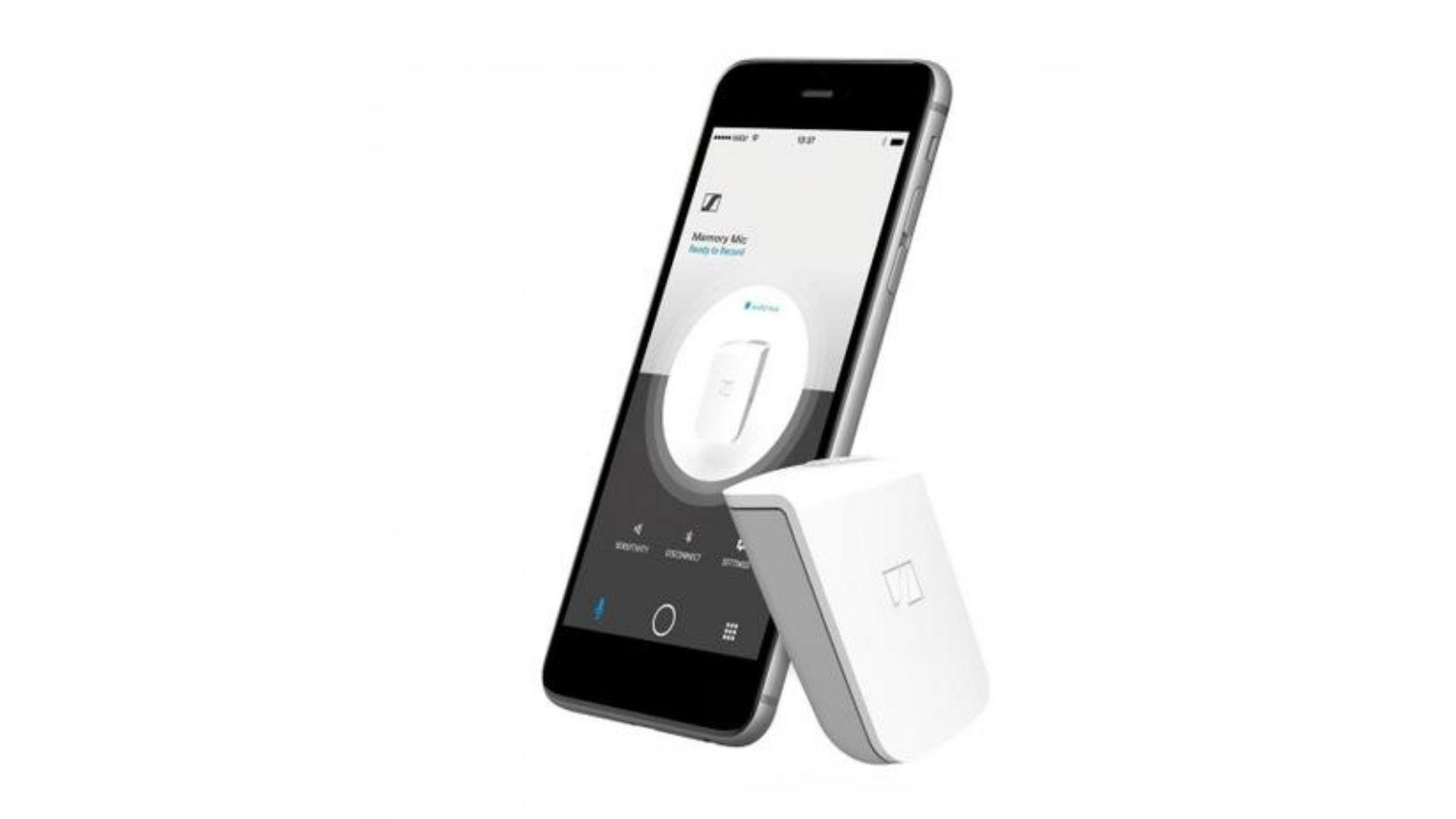 Microfone para celular tecnológico branco com smartphone preto no fundo