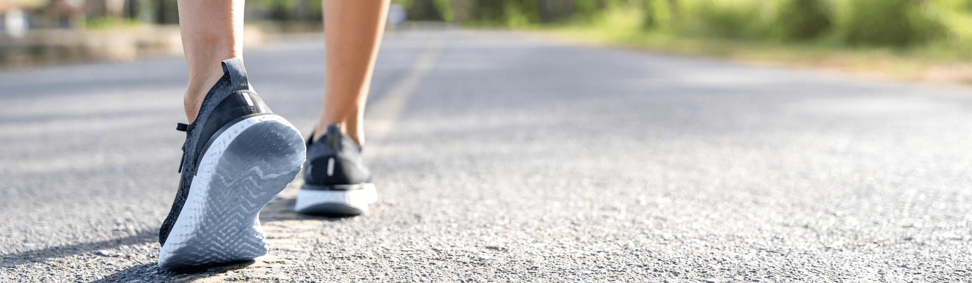 Veja os tênis para caminhada mais vendidos no Buscapé