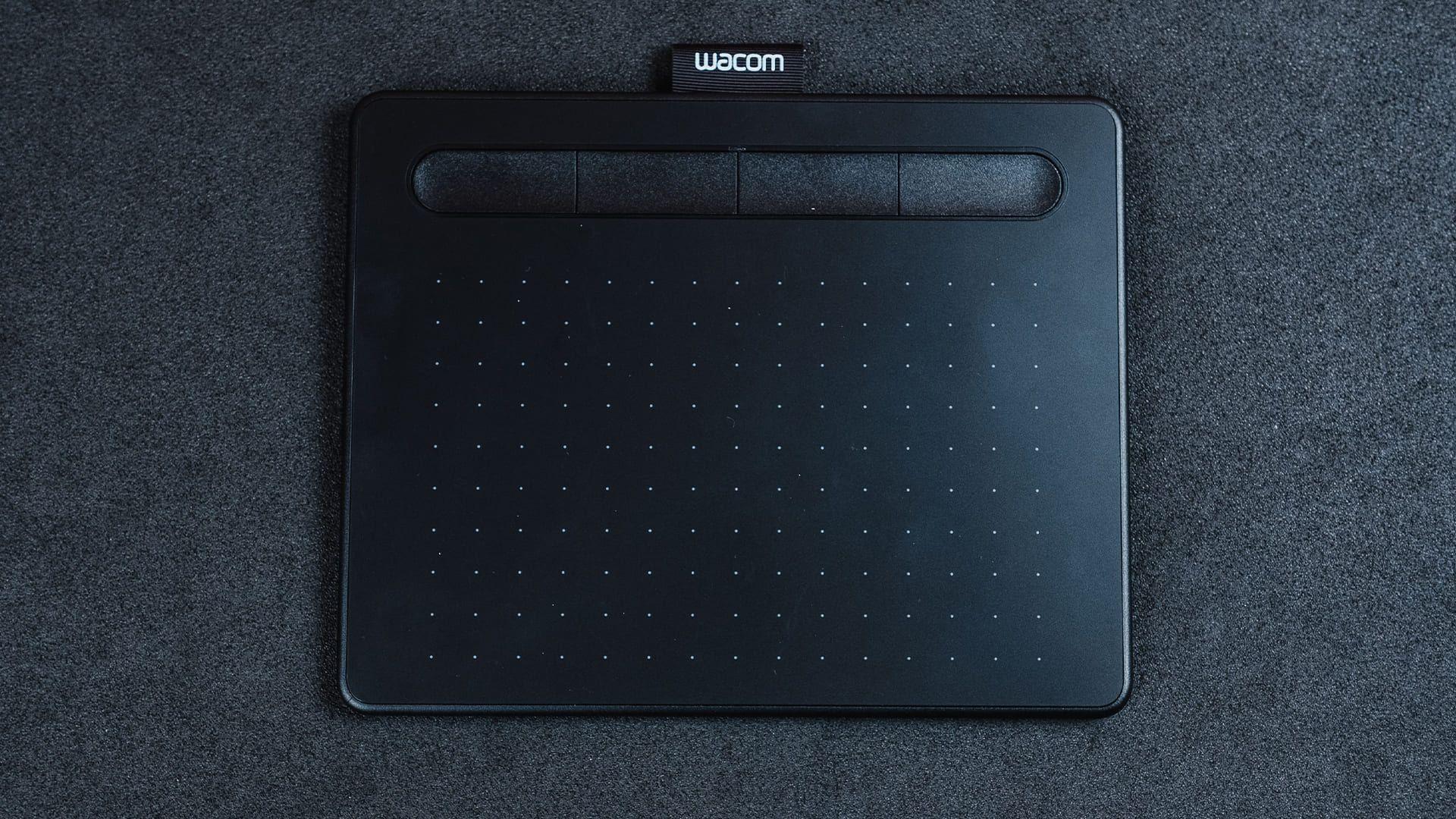 Mesa digitalizadora Wacom Intuos CTL 4100 tem um bom tamanho, mesmo no menor modelo (Foto: Zoom)