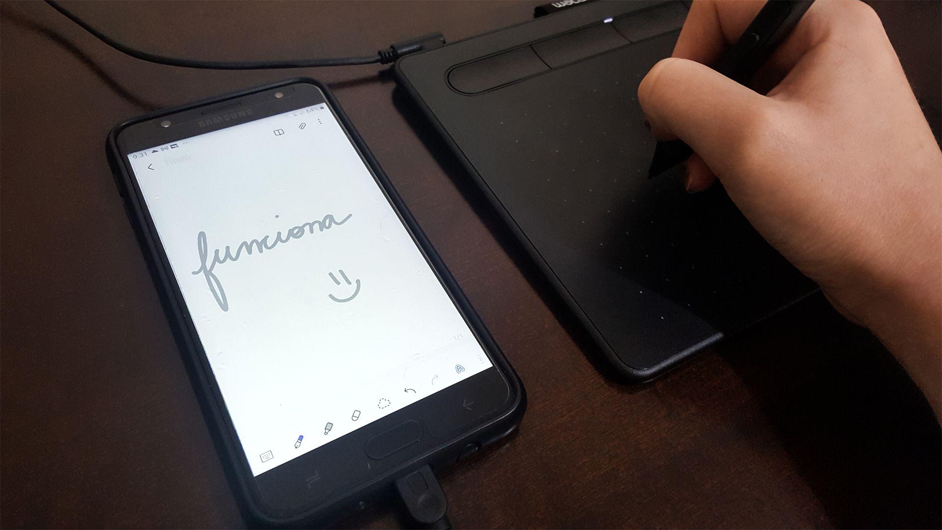 Teste da Wacom Intuos CTL4100 no celular (Foto: Isabel Marlasca/Zoom)