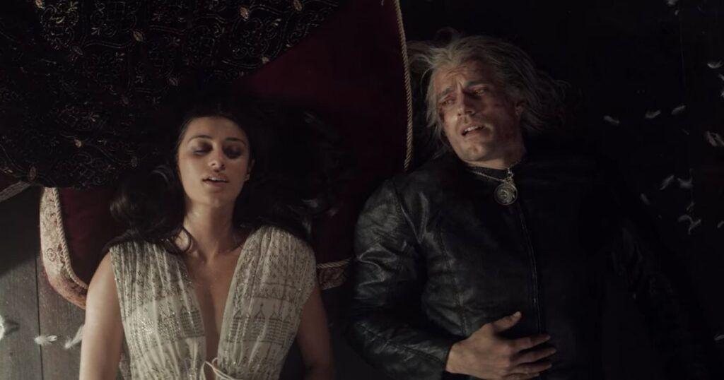 Yennefer de Vengerberg e Geralt de Rivia deitados lado a lado no chão na série The Witcher da Netflix