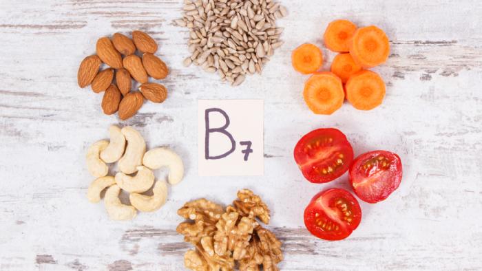 A biotina contribui para a saúde da pele, unhas e cabelos (Imagem: Reprodução/Shutterstock)