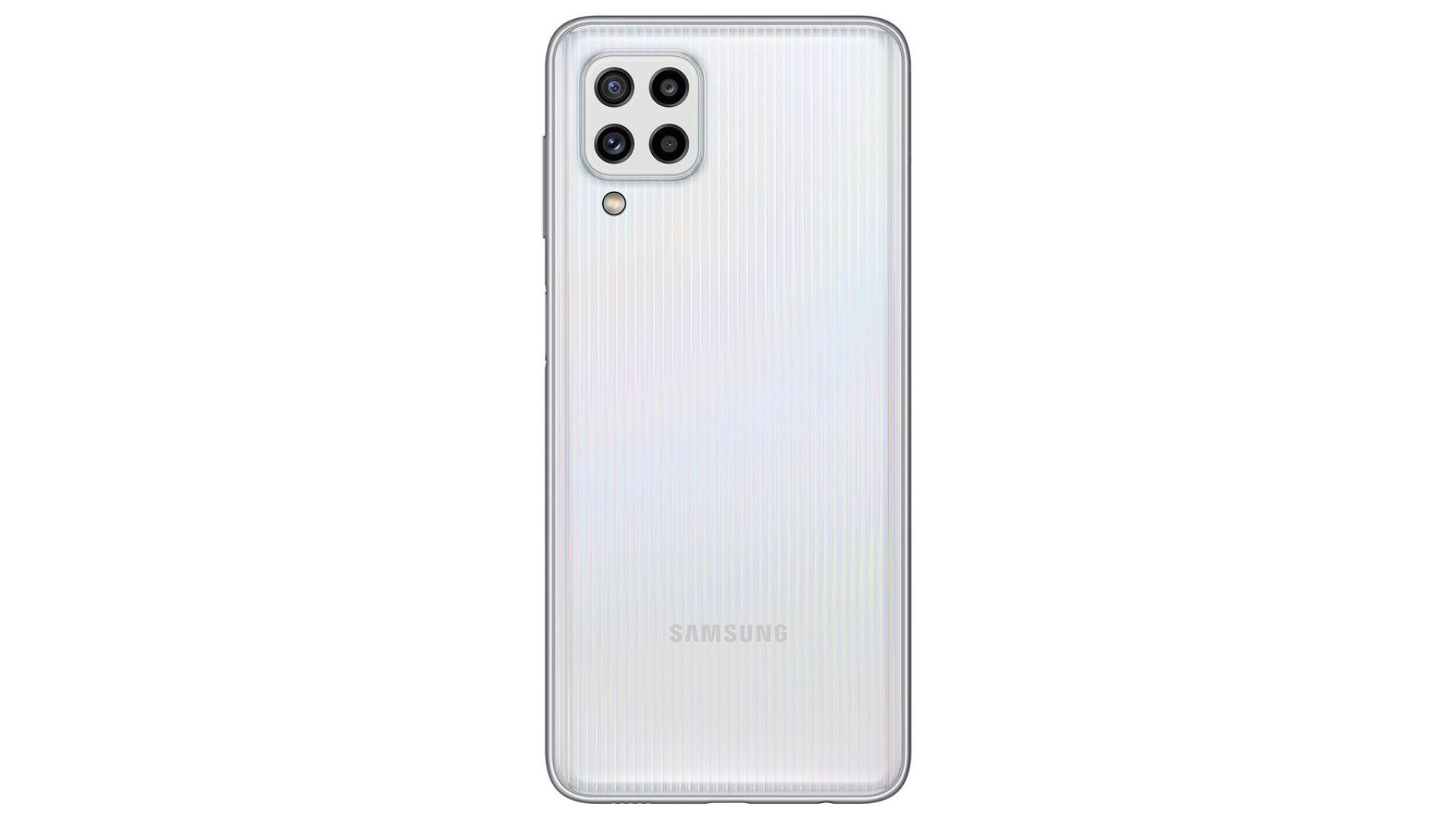 Celular Galaxy M32 na cor branca com traseira destacada em fundo branco