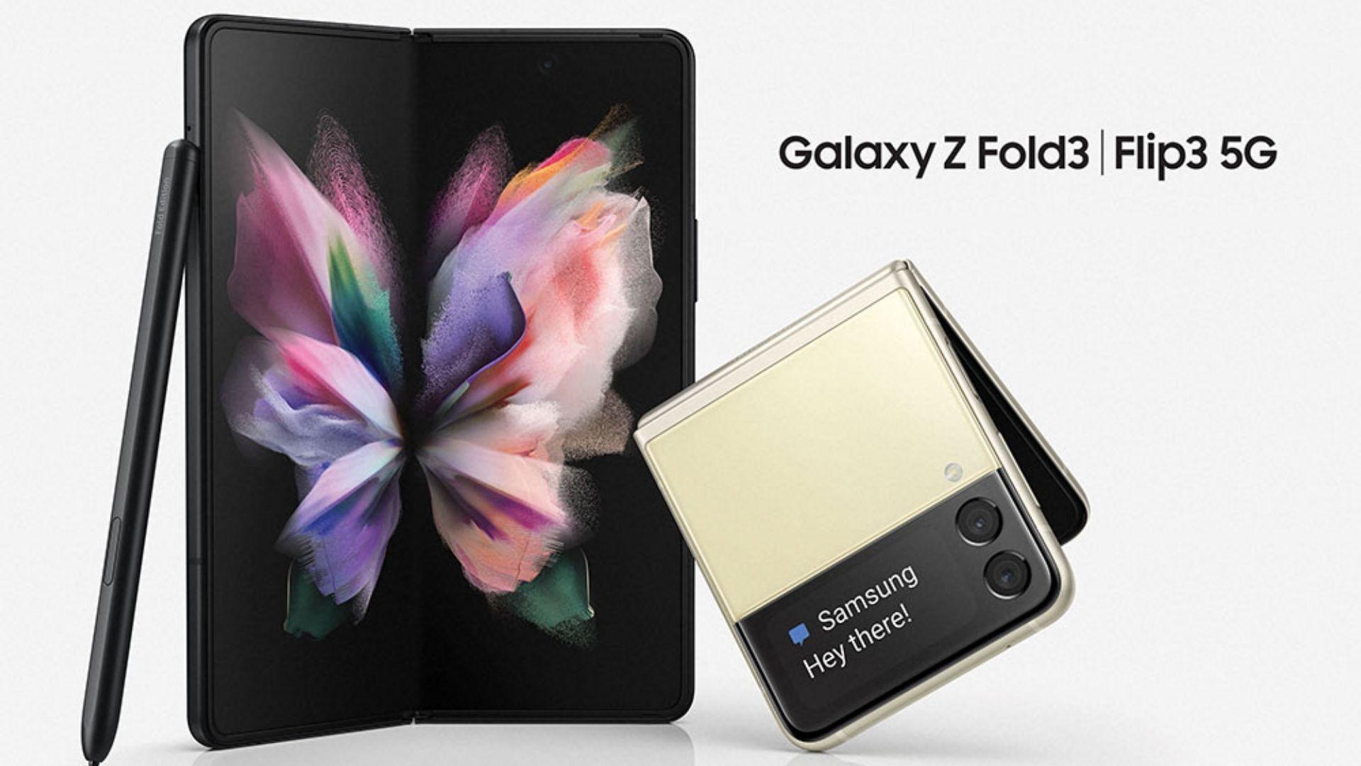 Galaxy Z Fold 3 ao lado do Galaxy Z Flip 3 em fundo branco (Divulgação/Samsung)
