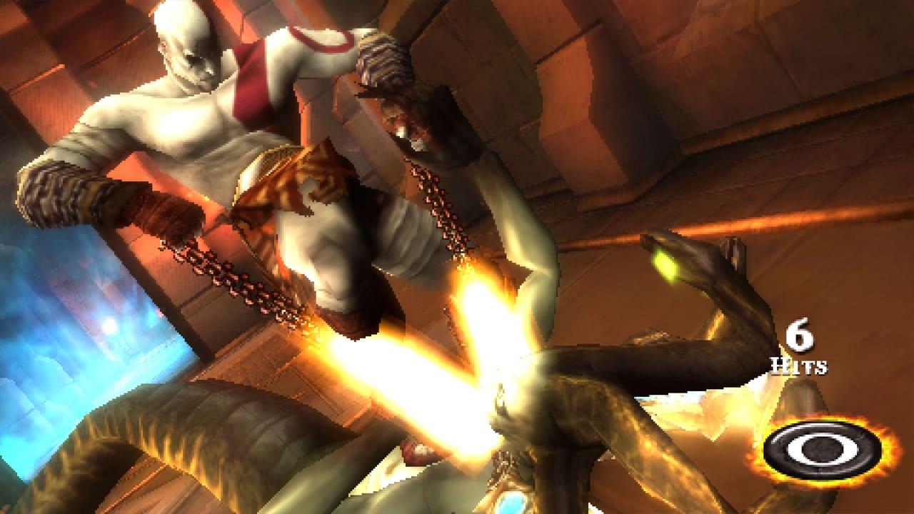 Kratos, de God of War: Ghost of Sparta golpeando monstro