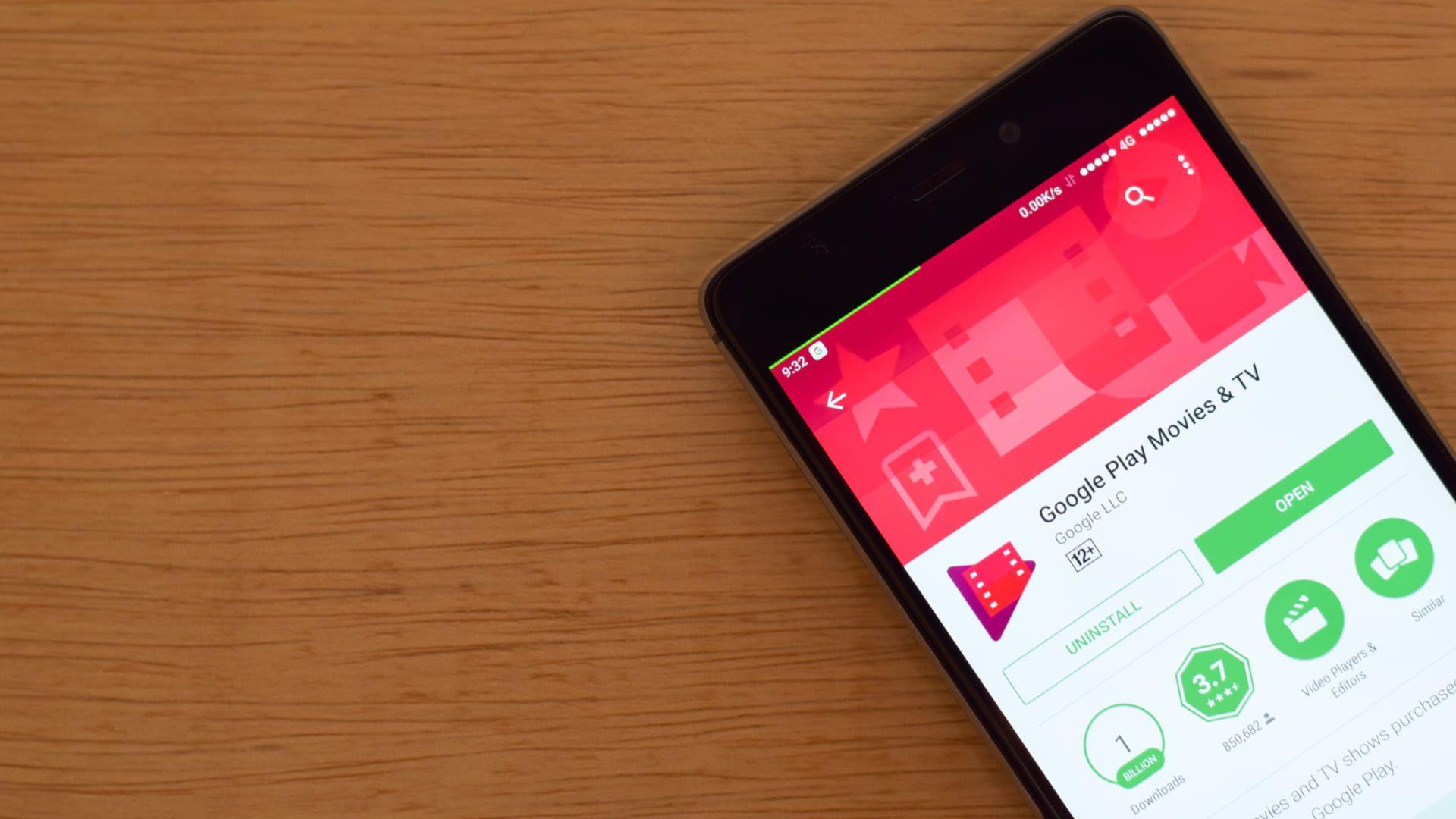 Google Play Filmes e TV aberto na Play Store de um celular Android.