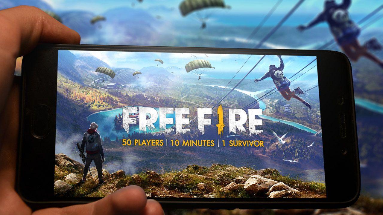 Free Fire aberto em um celular, posicionado na horizontal.