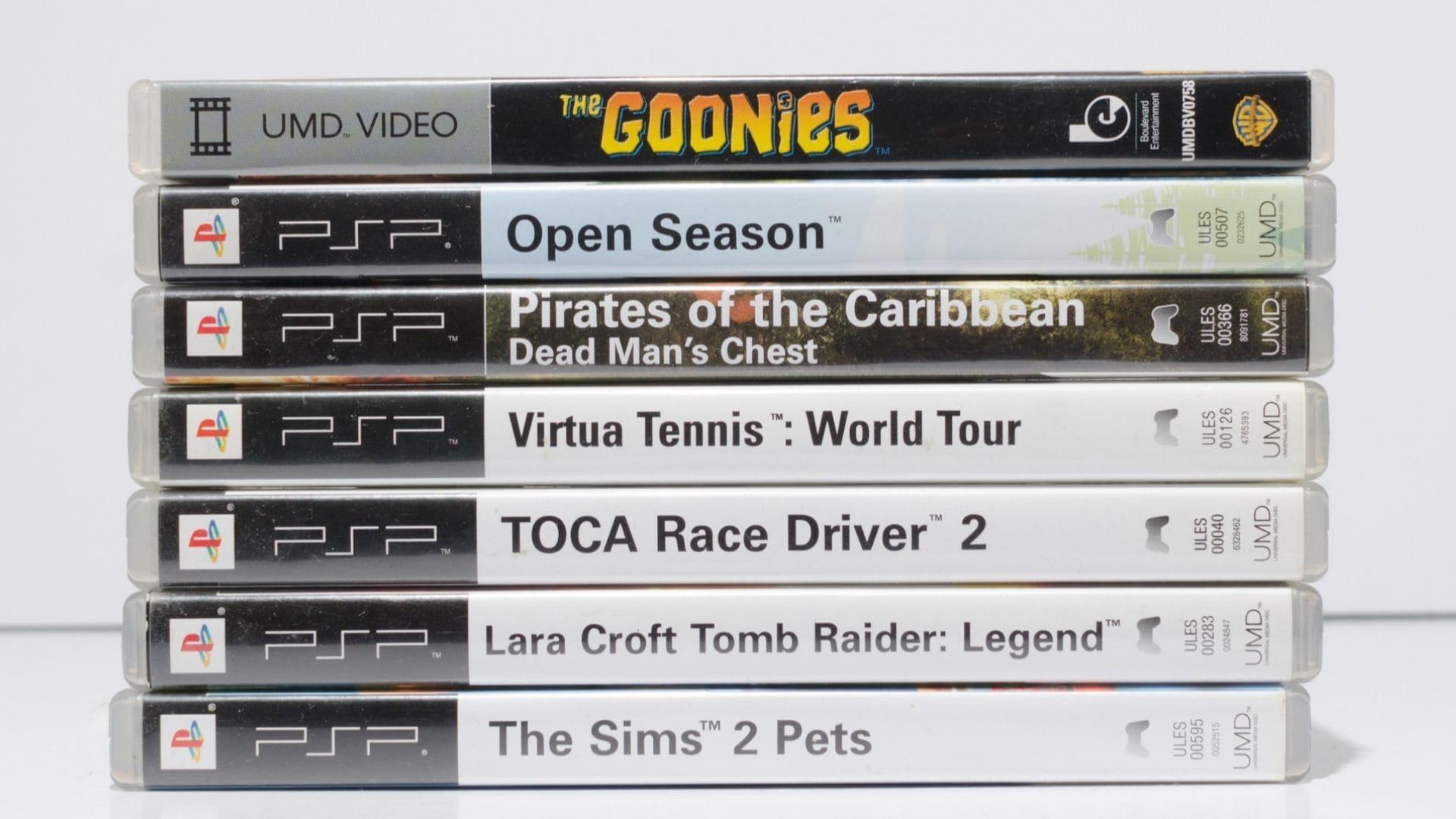 Pilha com sete jogos de PSP