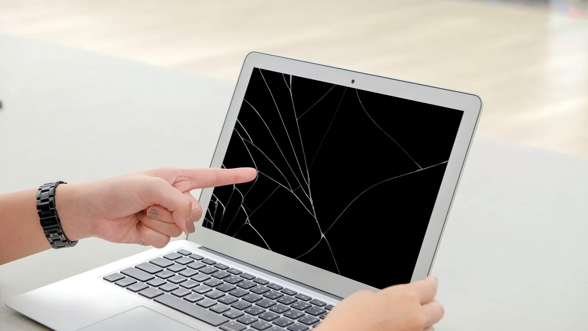 MacBook usado com tela rachada em vários pontos