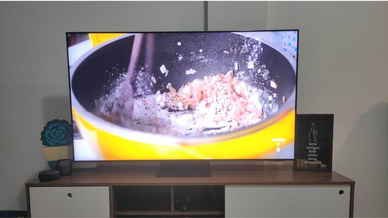 A QN90A tem ótima conectividade e um serviço de IPTV exclusivo da Samsung (Foto: Acervo pessoal)