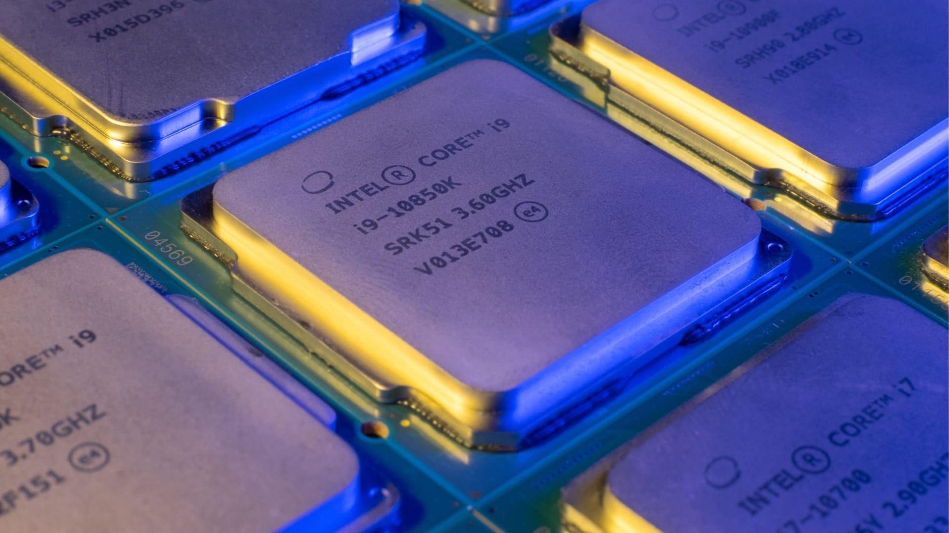 Processadores i9 enfileirados