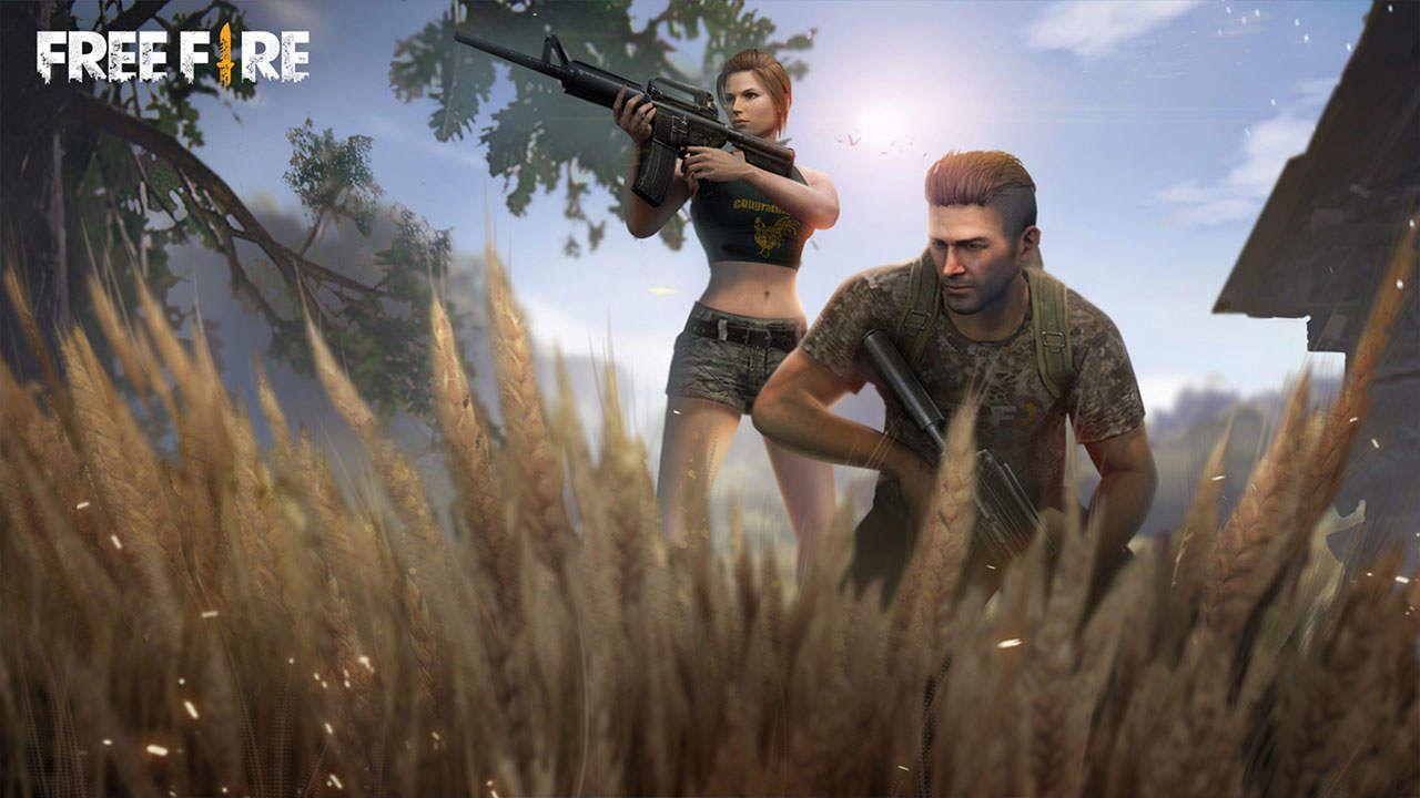 Dois personagens em cenário do Free Fire, um deles segurando uma arma