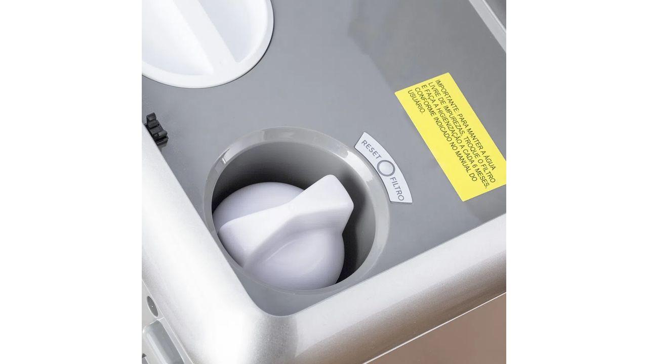 Parte superior do purificador de água Electrolux PE11B.