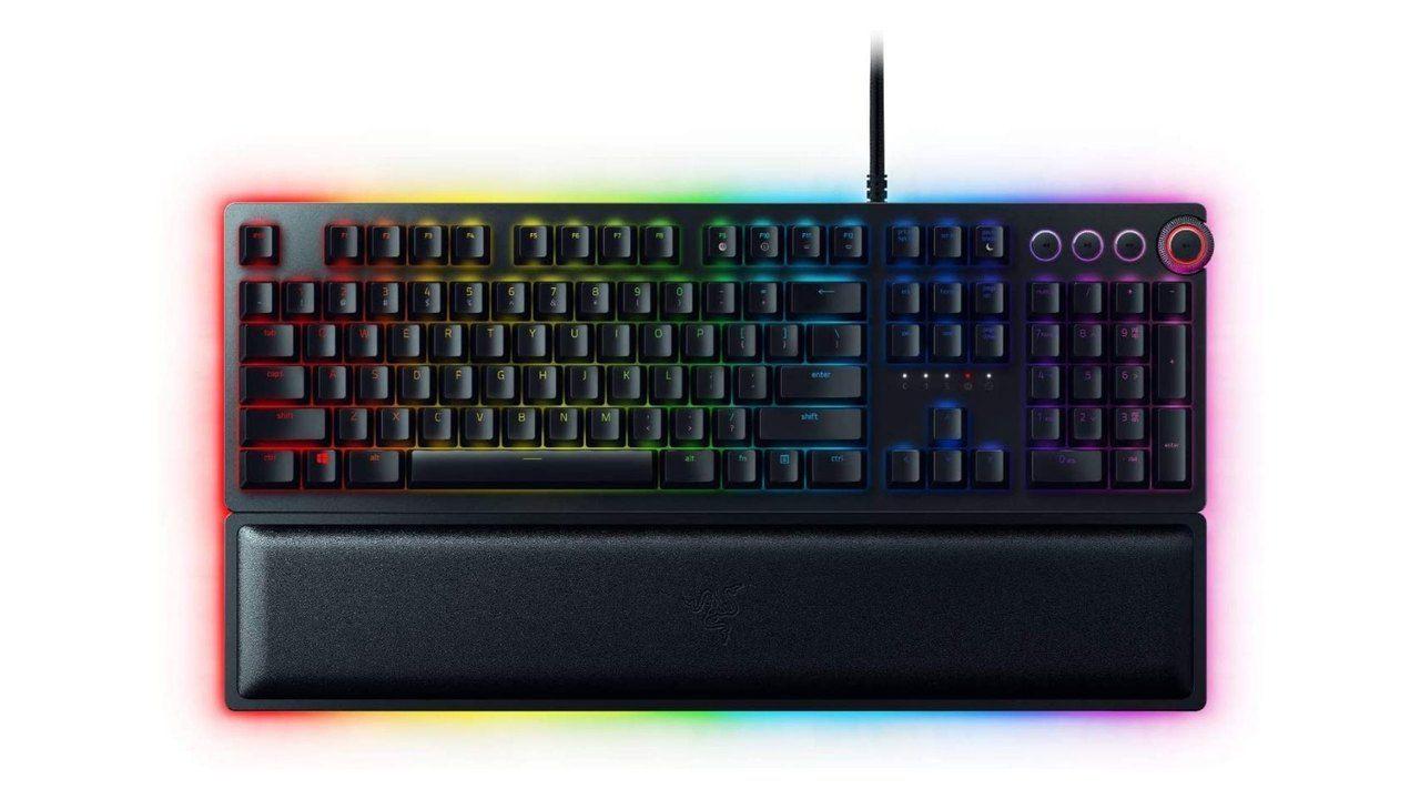 Teclado Razer Huntsman Elite preto com RGB no fundo branco