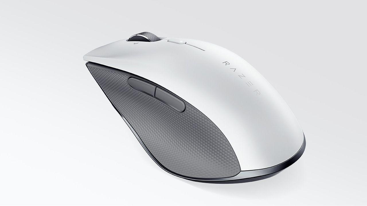 Mouse ergonômico sem fio na cor branca em destaque