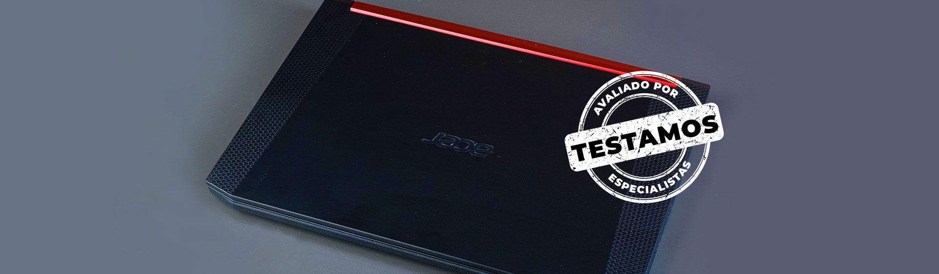 Notebook Acer Aspire Nitro 5 fechado em cima da mesa