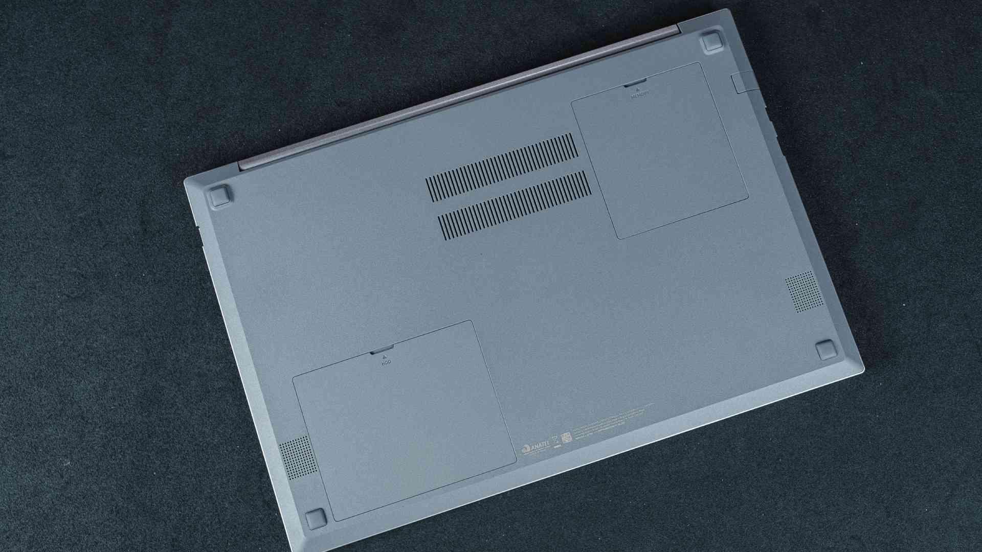 Portas traseiras do notebook Samsung Book X50