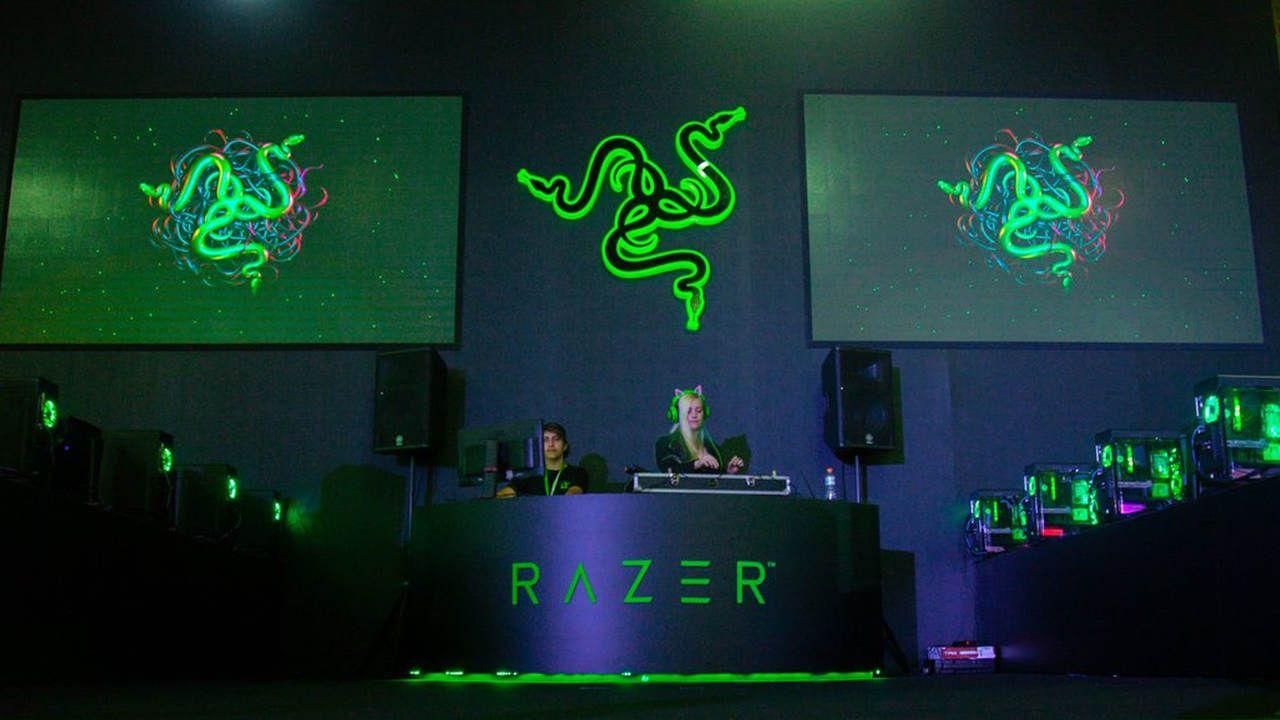 Stand da Razer na BGS preto com detalhes em verde