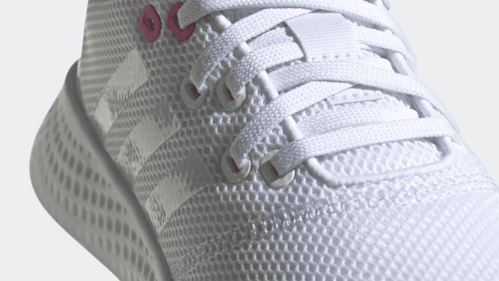 Adidas Puremotion traz tecido super leve no cabedal e no revestimento interno (Imagem: Divulgação/Adidas)