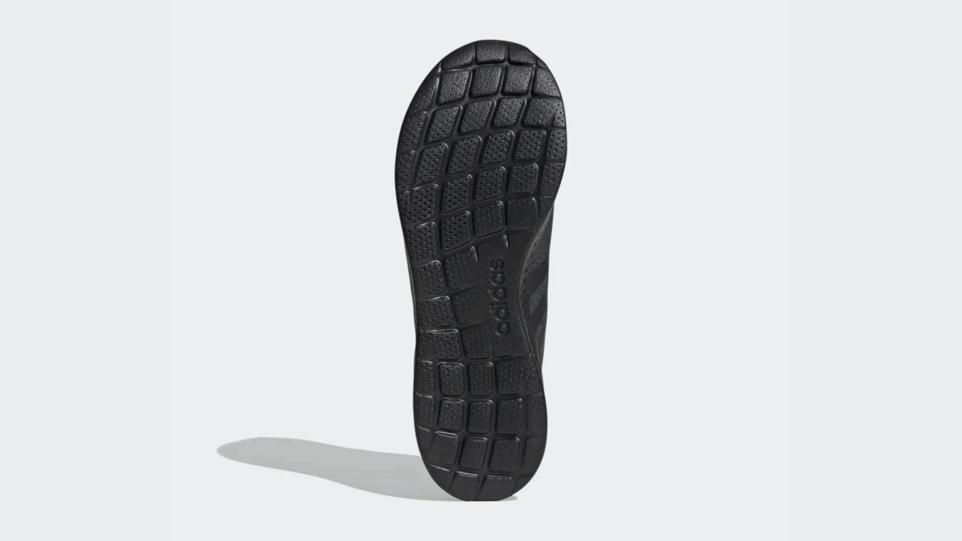Adidas Puremotion possui solado de borracha resistente e que adere bem a qualquer tipo de solo (Imagem: Divulgação/Adidas)