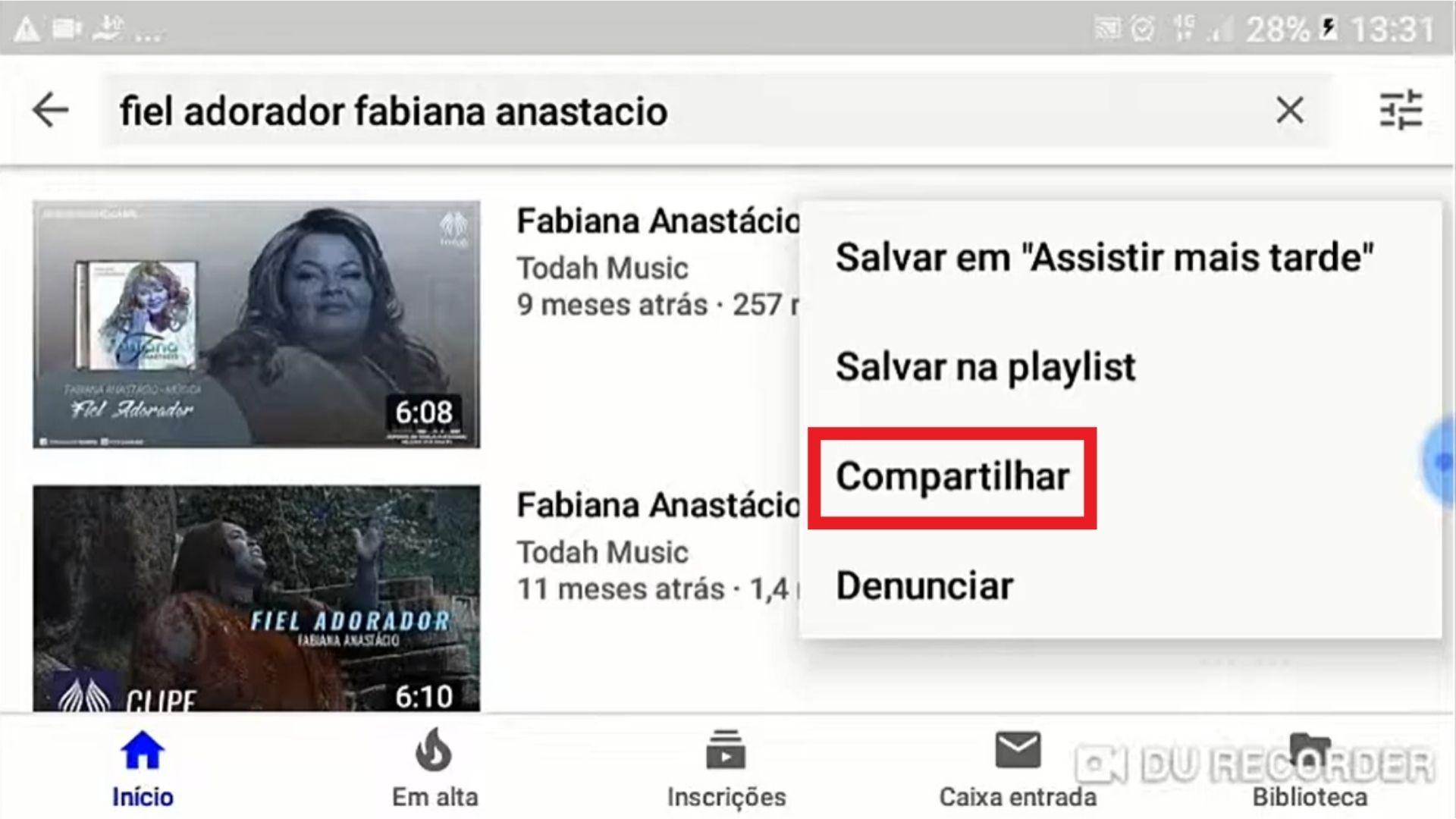 Tela de busca do YouTube com vídeos da Fabiana Anastácio e palavra compartilhar destacada em vermelho