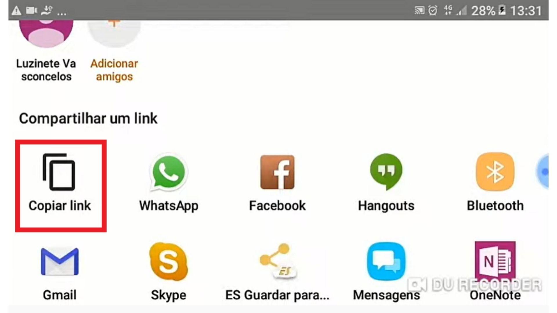 Tela do celular com destaque para a função copiar link ao lado de outros ícones