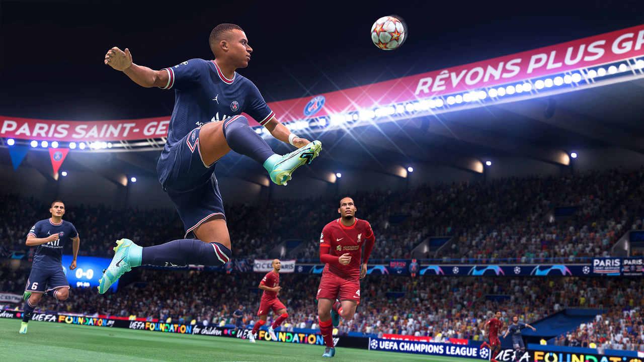 Jogador de azul prepara-se para dominar a bola no ar enquanto defensores de vermelho observam