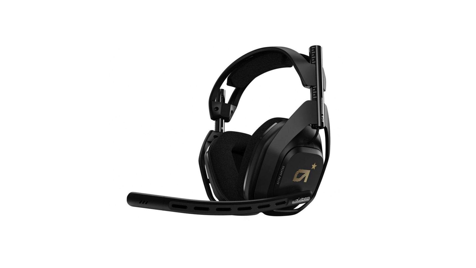 Headset Xbox One Astro A50 na cor preta com detalhes em dourado