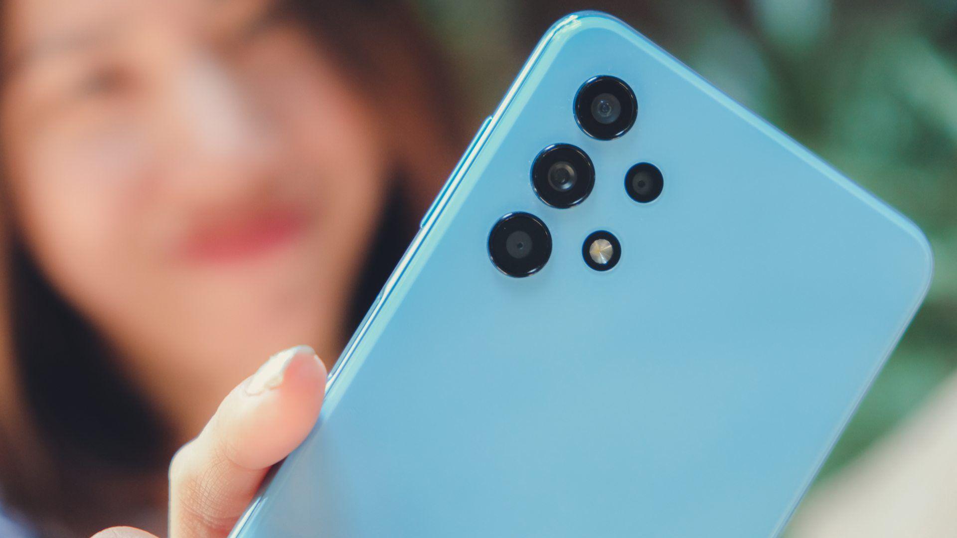Foto do conjunto de câmeras do Galaxy A32 na cor azul