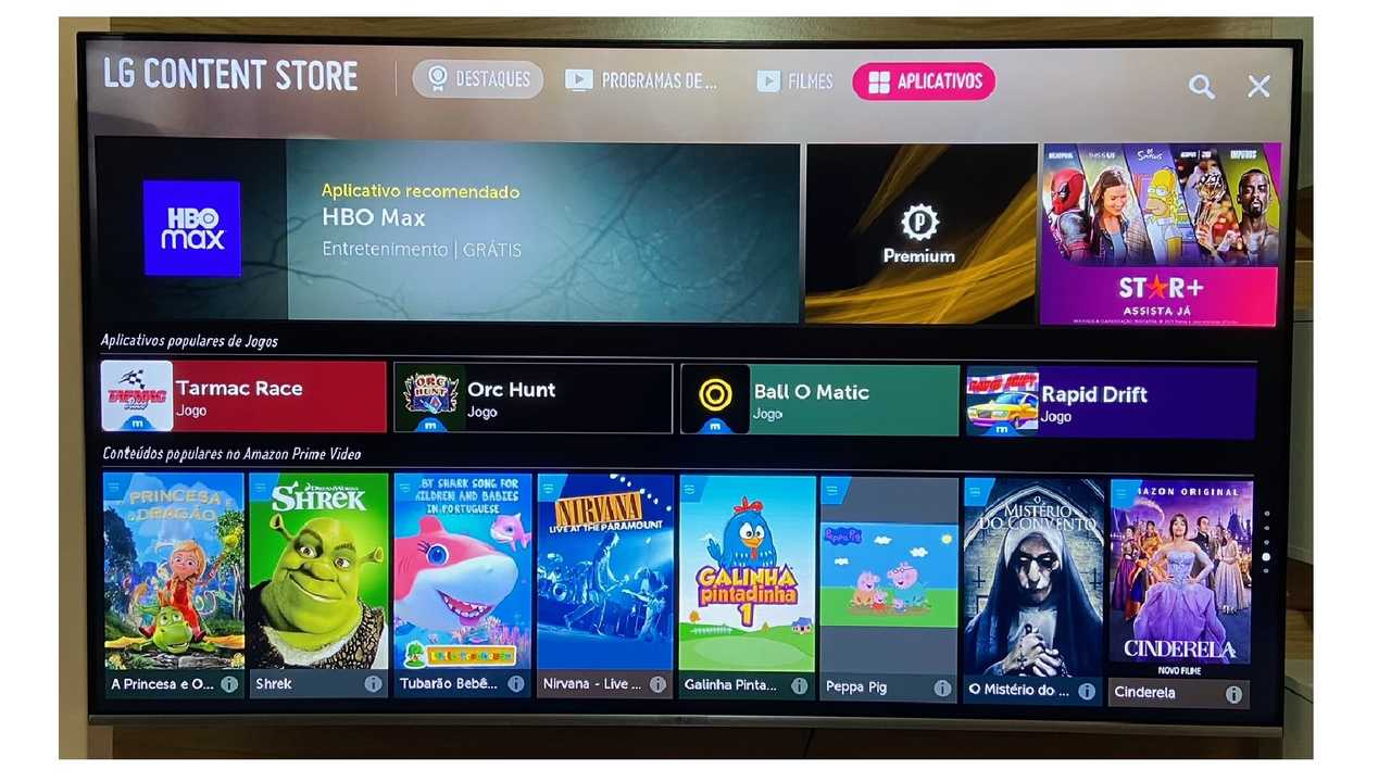 "Loja de apps da LG aberta na Smart TV e aba ""Aplicativos"" selecionada"