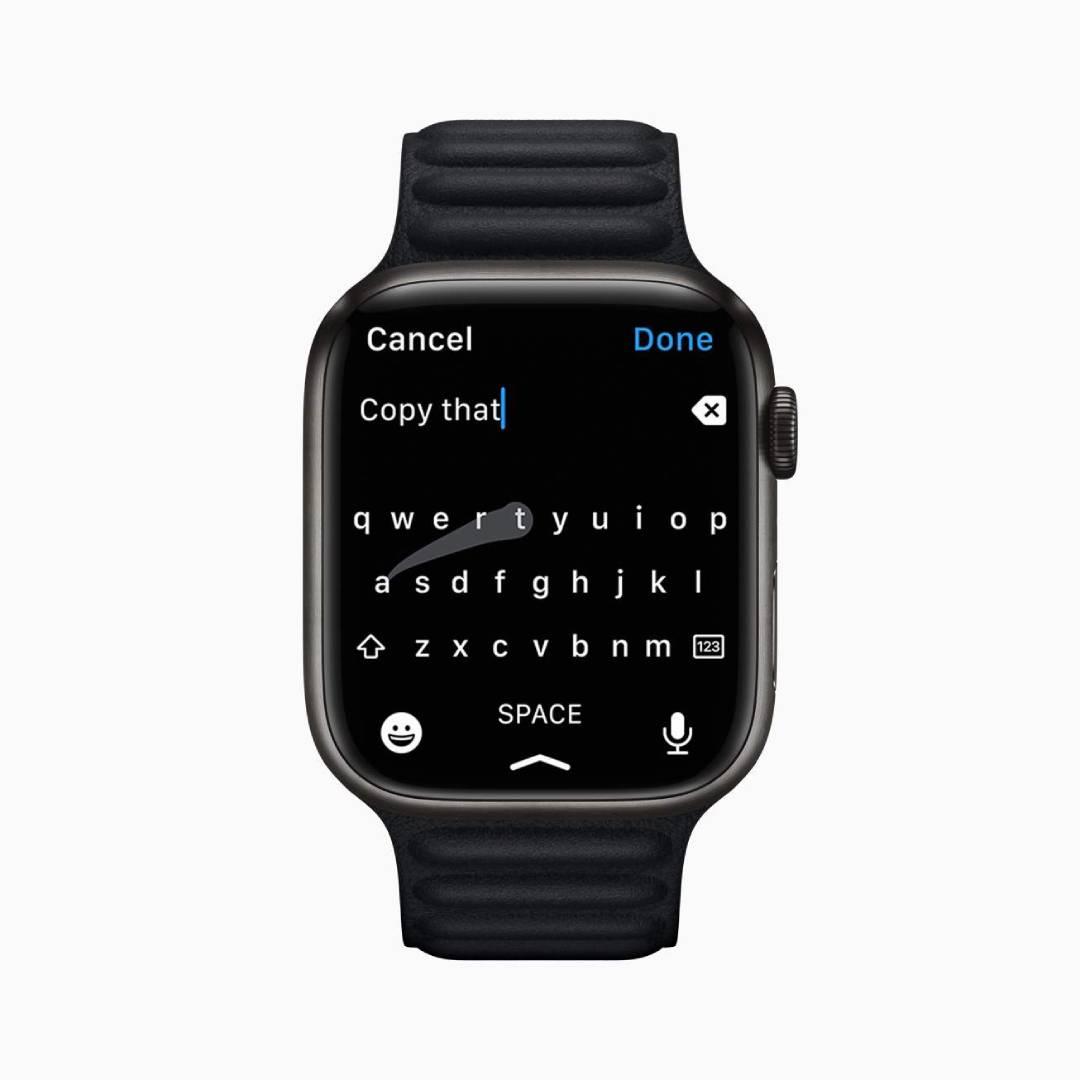 Apple Watch 7 com digitação de mensagem em teclado na tela