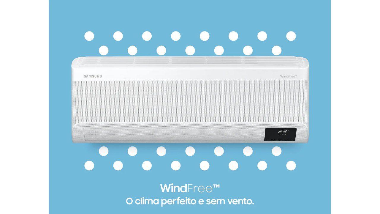 """Ar-condicionado Samsung Wind Free de frente em fundo azul com o escrito """"WindFree - O clima perfeito e sem vento"""""""