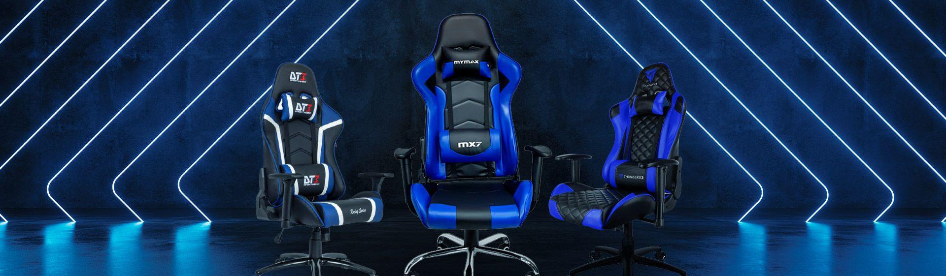 Montagem de três cadeiras gamer azul e pretas com um fundo estilizado azulado