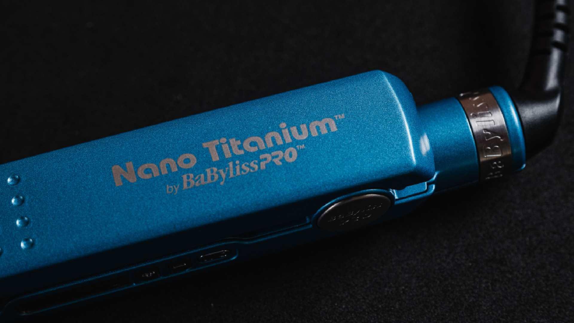 Close do cabo giratório da Babyliss Pro Nano Titanium