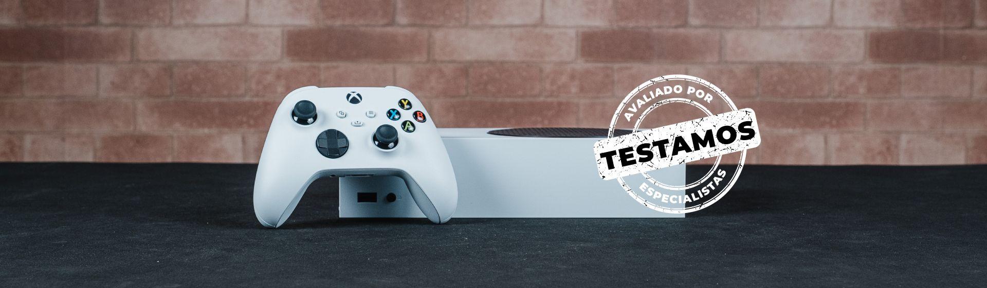 Xbox Series S branco em cima de mesa