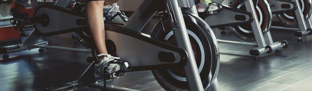Bicicleta ergométrica ou bicicleta de spinning? Diferenças + como escolher a melhor