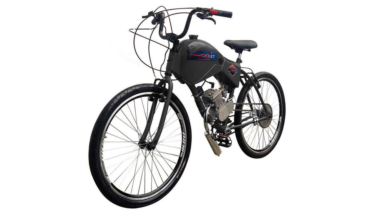 motorizada da marca Rocket, modelo Spitfire na cor preta e com carenagem protegendo o tanque de gasolina