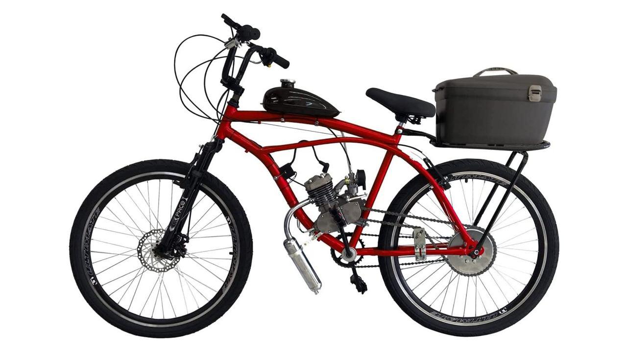 Bicicleta motorizada da marca Rocket, modelo Beach Cargo vermelha com baú na parte traseira