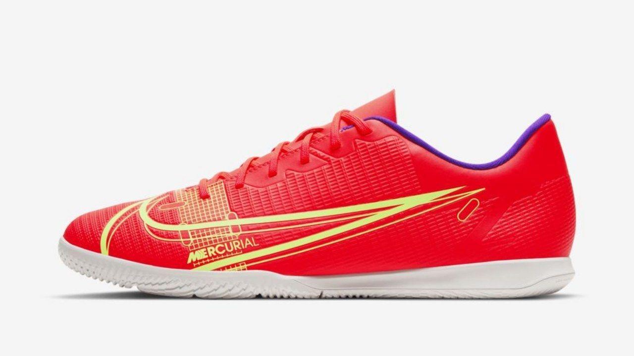 Chuteira Futsal Nike Vapor 14 Club Laranja com detalhes amarelos