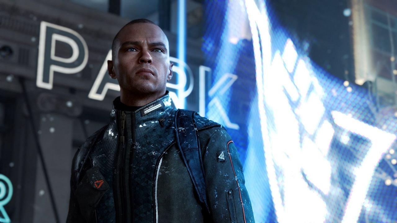 Cena de Detroit Become Human em que Markus, um androide que se assemelha a um homem negro com um olho verde e um azul, faz pose altiva enquanto a chuva molha suas roupas e a rua à sua volta