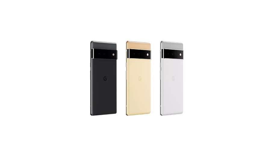 Três Google Pixel 6 em cores diferentes em fundo branco
