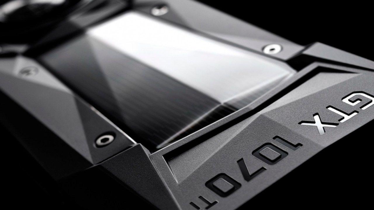 Placa de vídeo GTX 1070 Ti em detalhe sob fundo preto