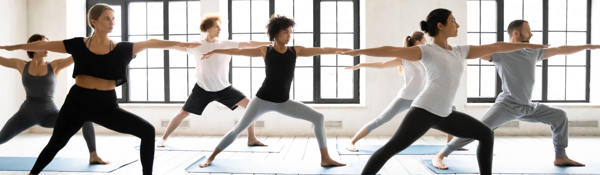 Hatha Yoga: o que é? Veja quais os benefícios e dicas de posturas