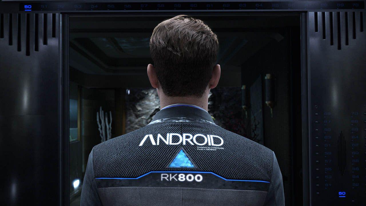 """Cena de Detroit Become Human com o android Connor saindo de um elevador. A parte de trás de sua camisa traz a palavra """"Android"""" escrita em letras grandes"""