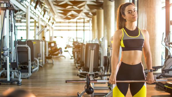 Veja a nossa seleção das melhores roupas de academia femininas! (Imagem: Reprodução/Shutterstock)
