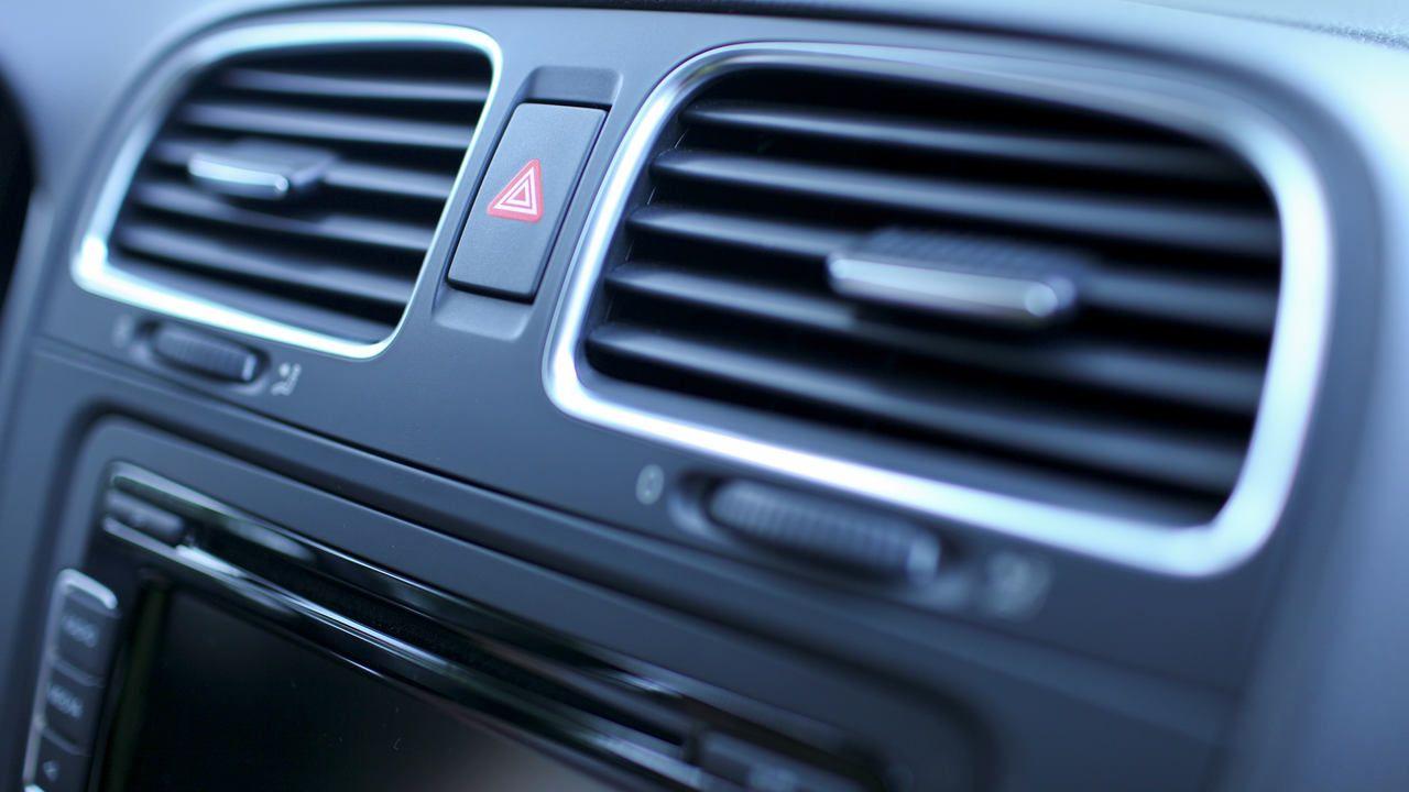 Ar-condicionado automotivo de um carro de passeio