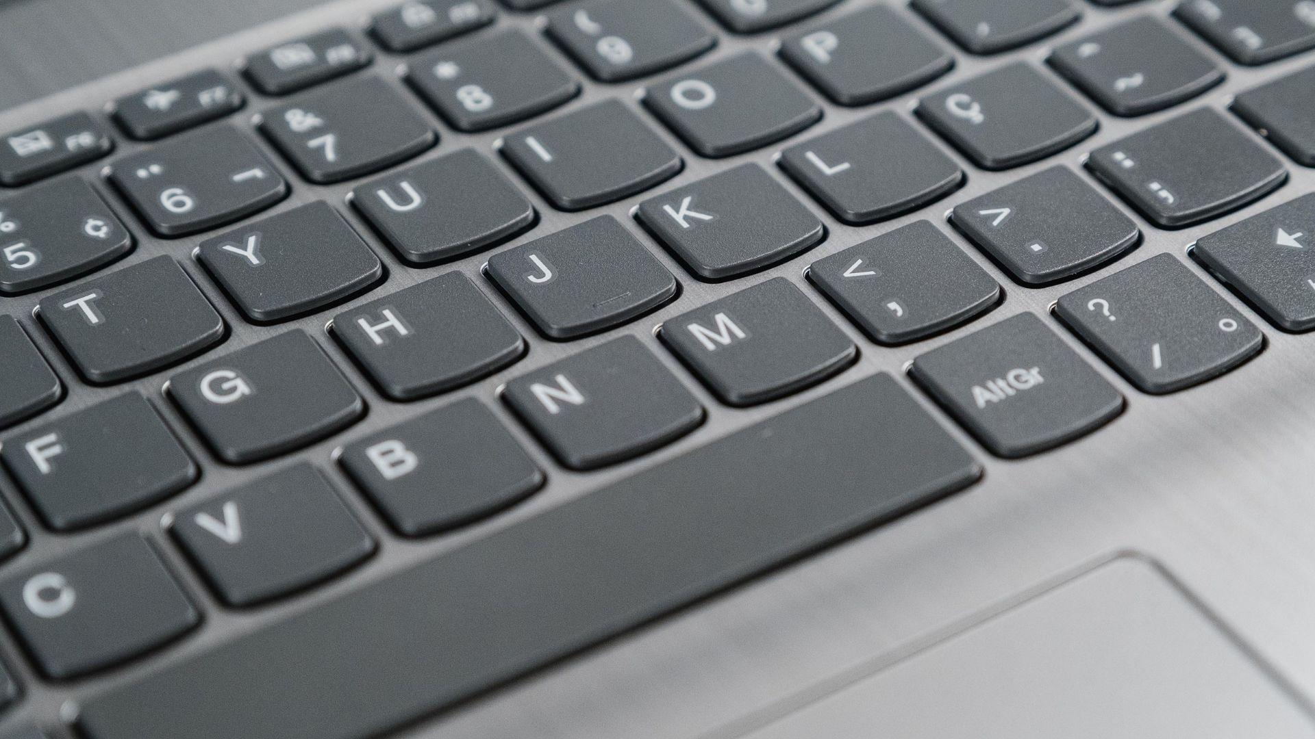 Teclado do Lenovo IdeaPad 3i cinza com letras em branco
