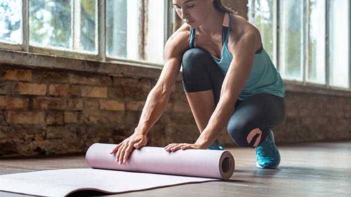 Confira algumas dicas para manter a consistência na prática da yoga (Imagem: Reprodução/Shutterstock)